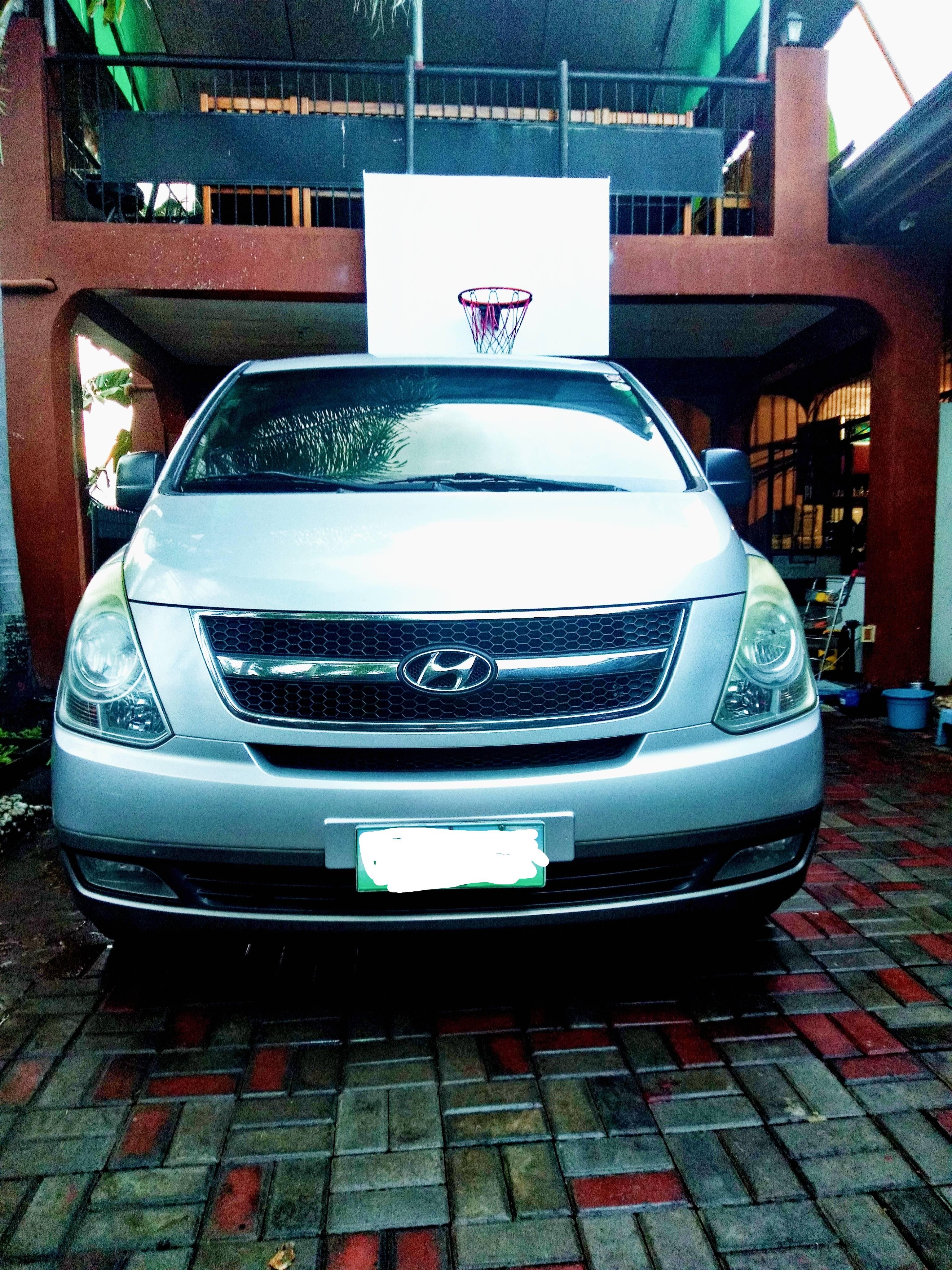 2010 Hyundai Grand Starex